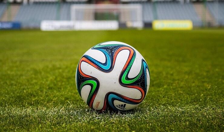 Fotbolls-EM flyttas fram till 2021